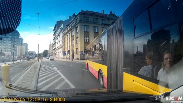 Zderzenie z autobusem w Warszawie