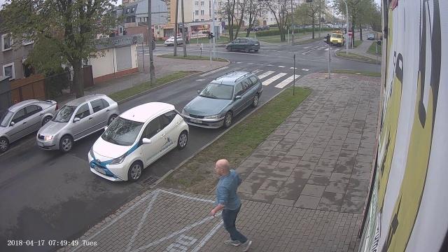 Włocławek. Mercedes potrącił 2 kobiety idące chodnikiem
