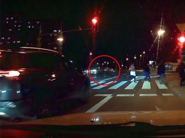 Wypadek drogowy w Warszawie u zbiegu Grójeckiej i Banacha