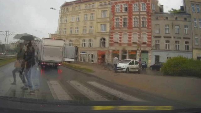 Uniknięcie potrącenia pieszych we Wrocławiu