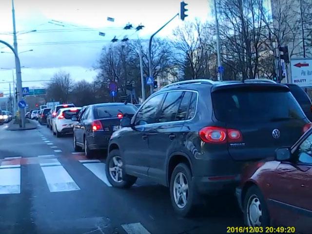 Ostre hamowanie w Gdyni. Prawie kolizja