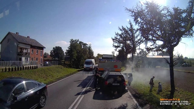 Wypadek na DK11: osobówka staranowała tył ciężarówki
