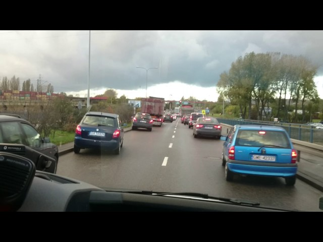 Przejazd karetki pogotowia po Gdyni