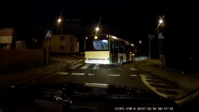 Niebezpieczna kolizja na skrzyżowaniu w Szczecinie