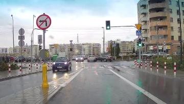 Delikatna stłuczka na skrzyżowaniu w Warszawie