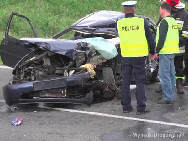 Śmiertelny wypadek w Lubawce. Dziewczyna zabiła siebie i pasażera