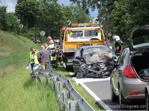 Dwa samochody zderzyły się czołowo