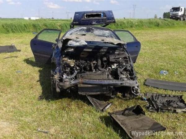 Kierowca Citroena wypadł z auta przy dachowaniu