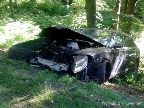 Audi rozbiło się niedaleko Lisiego Pola